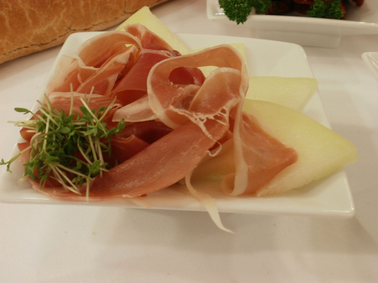 Flying Buffet: Honigmelone mit Parmaschinken